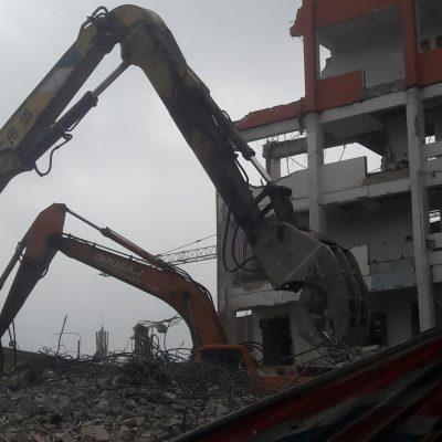 Phá dỡ tòa nhà 8 tầng tại phố Tôn Thất Tùng